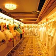 后现代风格暖色系婚纱店设计