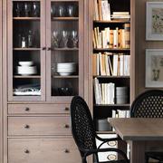 美式浅色书房书柜装饰