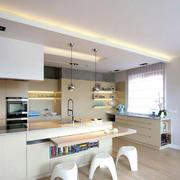 公寓厨房原木地板装饰