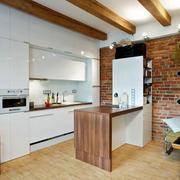 公寓厨房开放式原木吧台设计