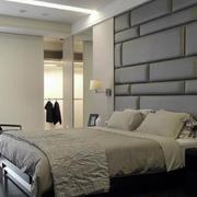 120平米房屋卧室软包背景墙
