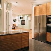 厨房原木浅色橱柜装饰