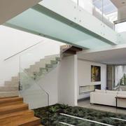 简约风格别墅玻璃楼梯扶手装饰