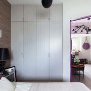 简约风格公寓卧室床头原木背景墙设计