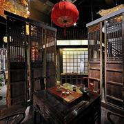 中式餐厅深色隔断装饰