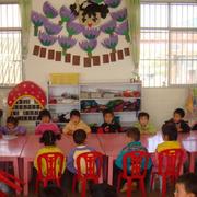 幼儿园教室会议桌装饰