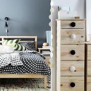 北欧风格卧室原木柜子装饰