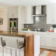 美式样板房厨房吧台装修