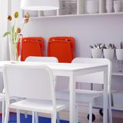 现代简约风格餐厅白色桌椅装饰