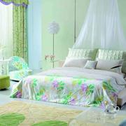 浅绿色清新婚房卧室装饰