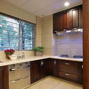 原木深色厨房装饰