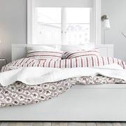 后现代风格简约卧室床饰效果图
