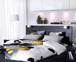 后现代风格卧室床头柜子装饰