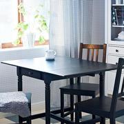 小户型深色餐厅桌椅装修