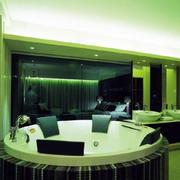 别墅卫生间大型按摩浴缸