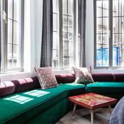 loft风格公寓卧室飘窗设计