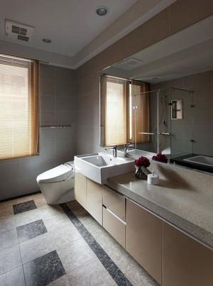 卫生间原木置物柜装饰