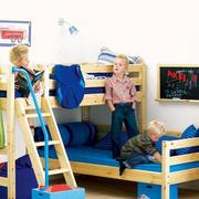 原木材料儿童房床饰