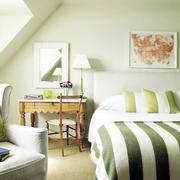 美式斜顶卧室简约背景墙