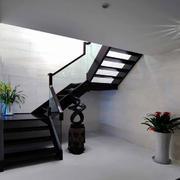 复式楼原木深色楼梯效果图
