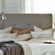 小户型卧室床饰装修