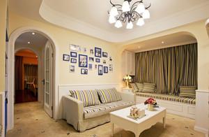 三室一厅客厅飘窗设计