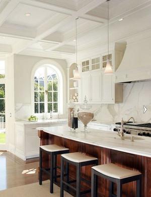 小别墅客厅专门配备的简欧风格吧台装修效果图