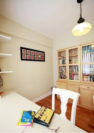 精神粮食:现代简约都市人家书房装修效果图