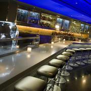 大型酒吧吧台吊顶效果图