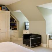 美式斜顶卧室飘窗效果图