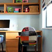 现代简约风格书房原木置物架设计