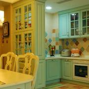 跃层整体厨房橱柜装饰
