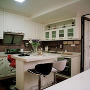 整体式开放小厨房装饰
