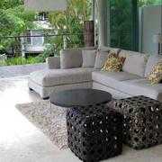 后现代风格客厅浅色沙发装饰
