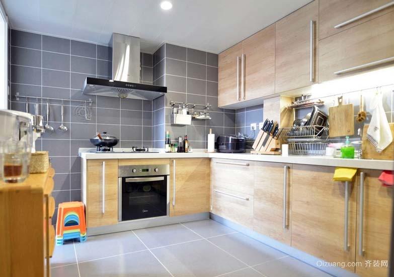 美味出锅的地方:2015混搭风格封闭式厨房装修效果图