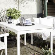 公寓简约风格白色桌椅设计