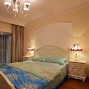 三室一厅卧室床头柜装饰
