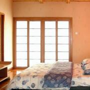 日式小户型卧室推拉门设计