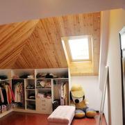 原木浅色阁楼客厅背景墙