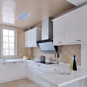 欧式简约白色厨房橱柜装饰