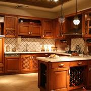 美式原木开放性厨房装饰
