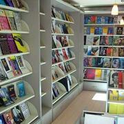 小型书店简约书架装饰