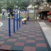 幼儿园活动去橡胶跑道