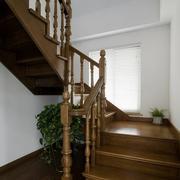别墅气派原木楼梯装饰