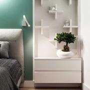 一室一厅床头柜置物架设计