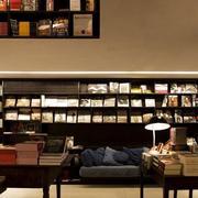 后现代风格书店书架设计