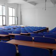 教室蓝色桌椅设计