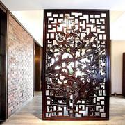 中式复古风格深色屏风装饰