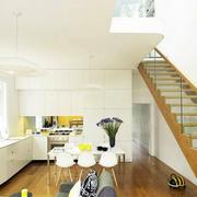 复式楼室内原木楼梯装饰