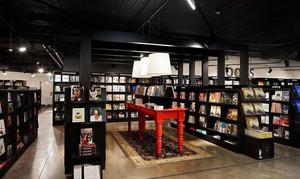 书店深色书架设计
